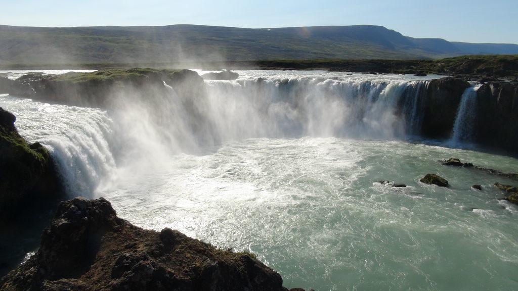 campin-at-godafoss-waterfall-640-iceland-25843-1378233801